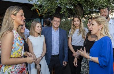 Ιωάννα Καλαντζάκου με νέους στο Gaspar